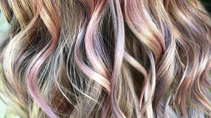 'Oil slick hair' is the new hair colour trend every brunette needs to know about