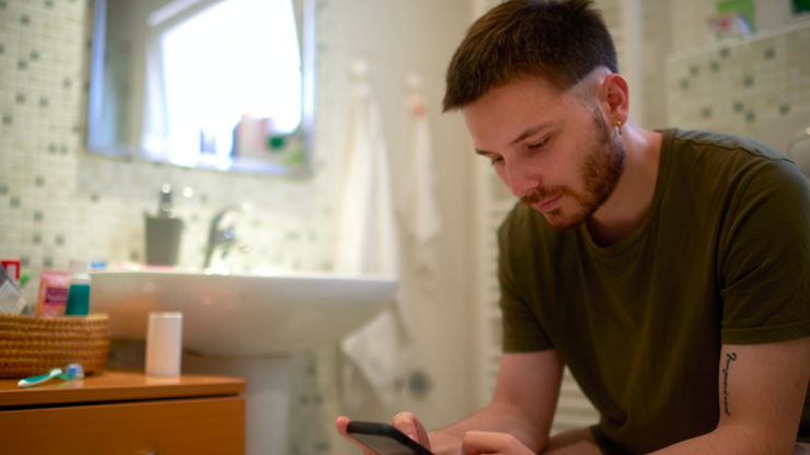 According to a study, dads spend 7 hours a year in the bathroom – hiding from their families