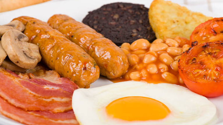 Woman gets roasted over a picture of her breakfast and it's just hilarious