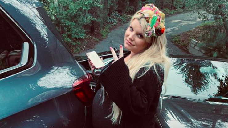 Jessica Simpson shares warning after she breaks a toilet seat while pregnant
