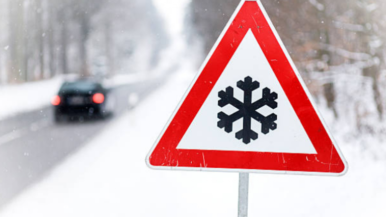 AA Roadwatch asks commuters to be careful as slush 'is lingering'