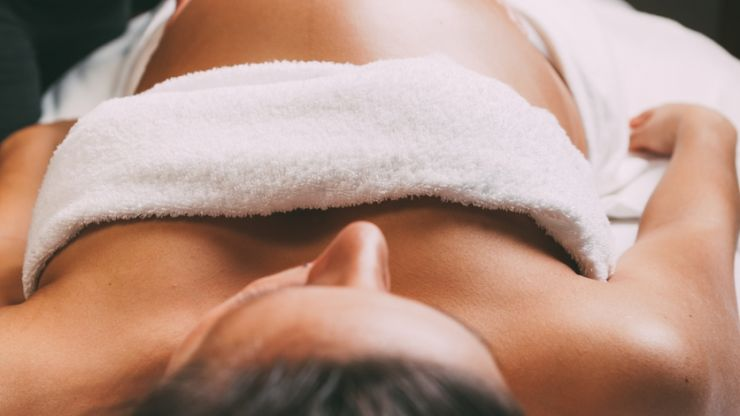 5 reasons why you should treat yourself to a pregnancy massage this weekend