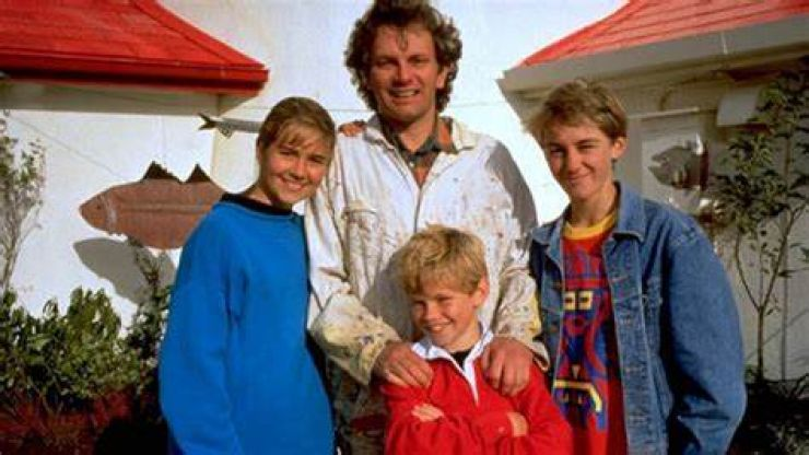 Every episode of Round The Twist is now available to watch on YouTube for free