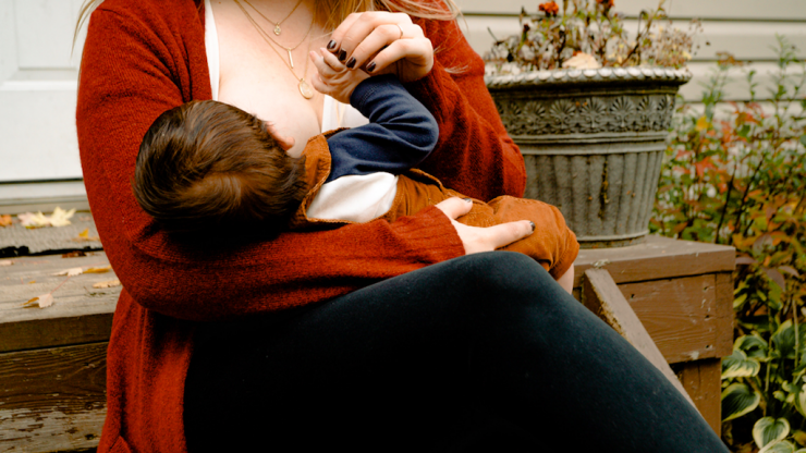Many women are reluctant to admit breastfeeding struggles to their partner new study finds