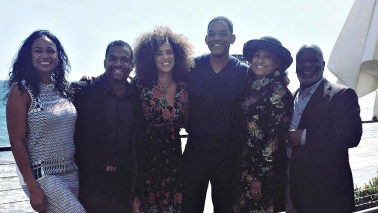 The original Aunt Viv from Fresh Prince is not happy about that reunion photo