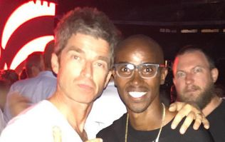 Hilariously, Mo Farah doesn't realise who he's standing next to in this photo