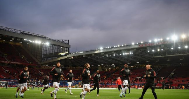 Manchester City fans tease United supporters over Old Trafford's empty seats during Basel game