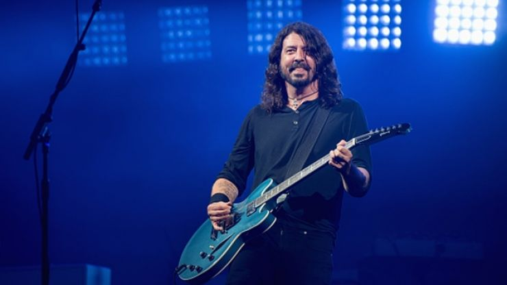 Dave Grohl hosts BBQ for California firefighters