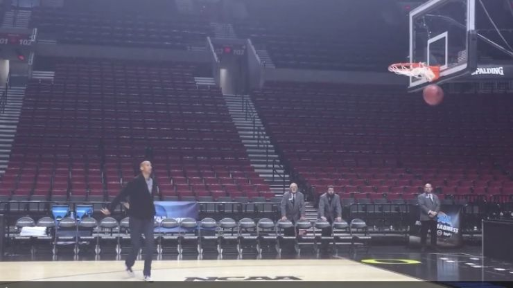 Video: He's nearly 50 years old but this NBA legend is still nailing shots for fun