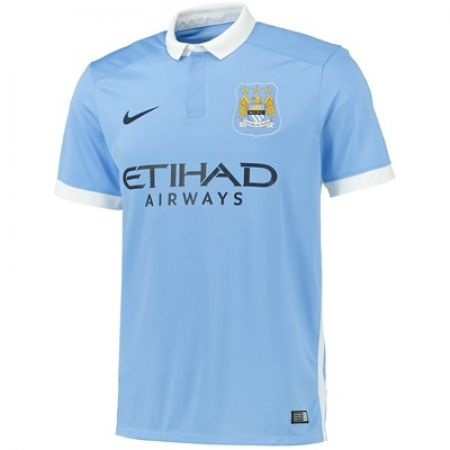 Manchester City: A classy collar and subtle trim on the sleeves - 8/10
