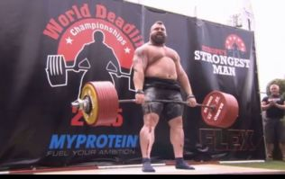 Eddie Hall lifts a new 1,020lb deadlift world record...and it looked easy (Video)