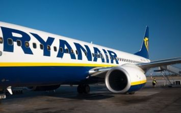 Ryanair passenger arrested after leaving the plane by the wing following a delay