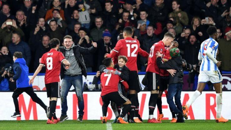 Alexis Sánchez embraced young fan in heartwarming celebration