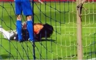 Bafetimbi Gomis collapses on pitch during Galatasaray match, but continues playing