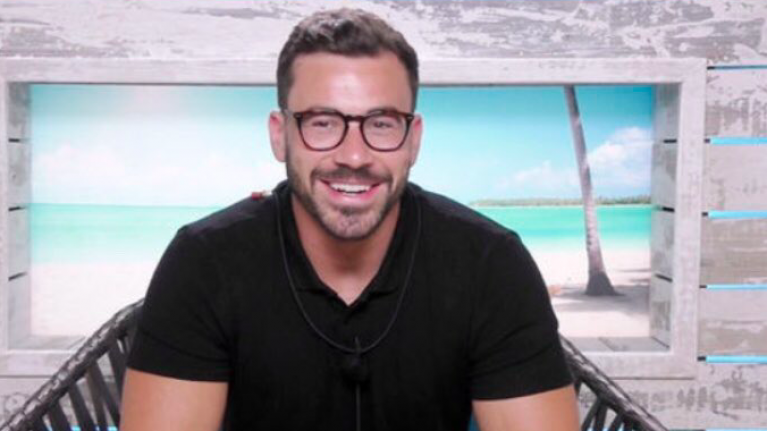 Love Island's Alex Miller looks the spit of this American actor