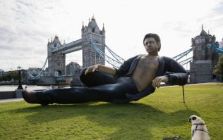 A huge statue of Jeff Goldblum has appeared by Tower Bridge
