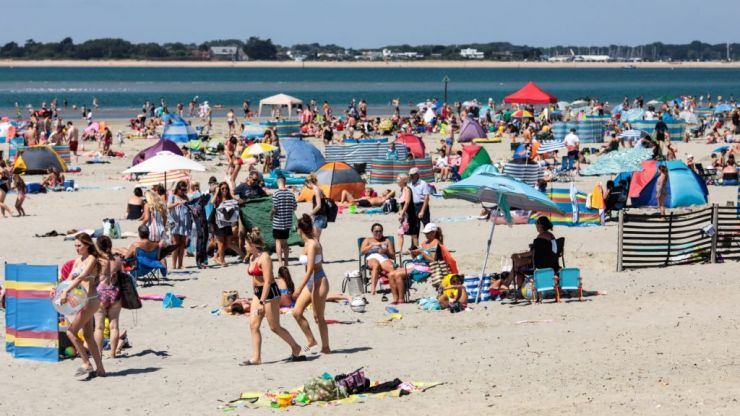"""British holidaymakers warned """"stay indoors"""" as temperatures in Europe soar to near 50 degrees"""