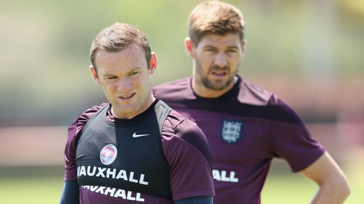 Steven Gerrard has offered Wayne Rooney some advice on his playing future