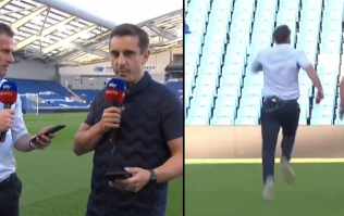 Gary Neville and Jamie Carragher finally took part in a foot race live on TV