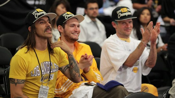 Red Hot Chili Peppers singer Anthony Kiedis kicked out of L.A. Lakers game