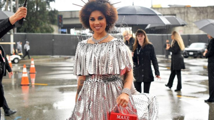 Donald Trump supporting singer Joy Villa wears 'Build the Wall' dress at Grammys