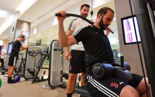 We need to talk about Gonzalo Higuain's lat pulldown technique