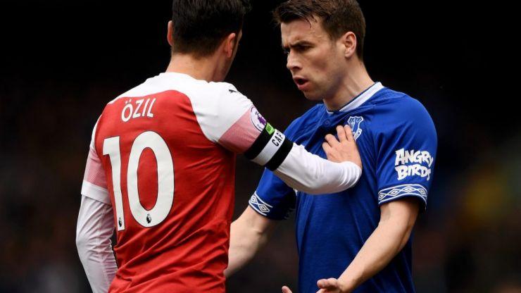 Mesut Özil chucks jacket at Everton bench because he was pure raging like
