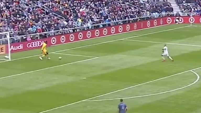 NYCFC goalkeeper makes incredible howler