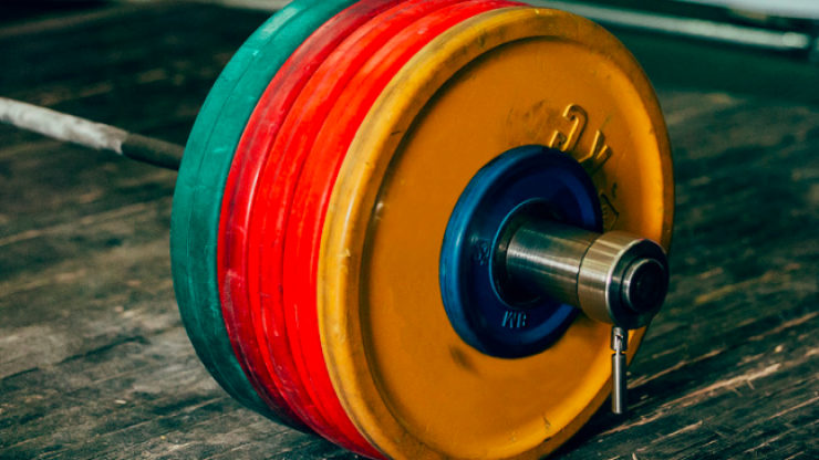 Schoolboy squats a whopping 376kg, breaks powerlifting record in the process