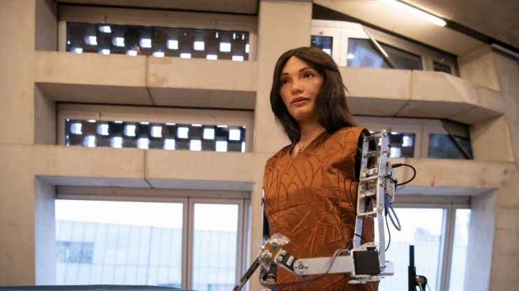 This is the world's first artificial intelligence robot artist