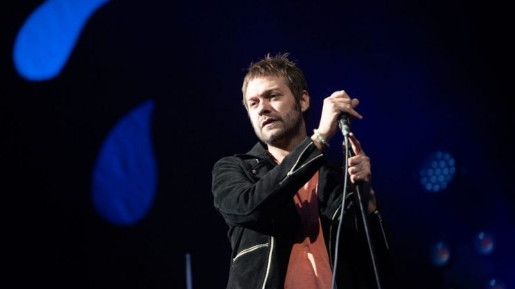 """Kasabian lead singer Tom Meighan steps down over """"personal issues"""""""