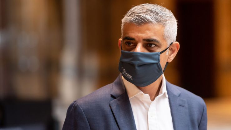 Sadiq Khan: Why don't our political leaders wear masks?