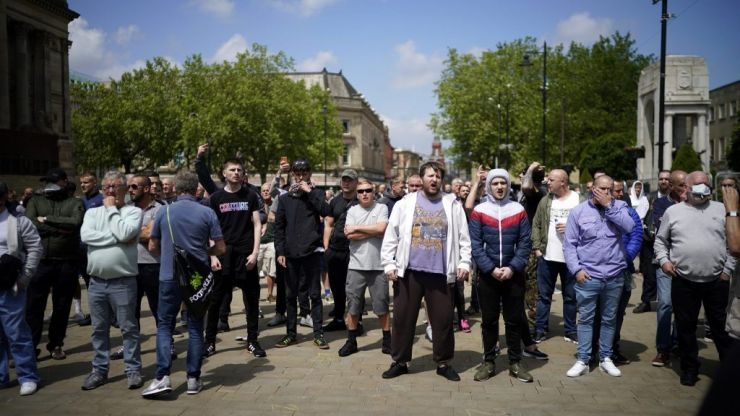 Violence erupts at far-right protests in London
