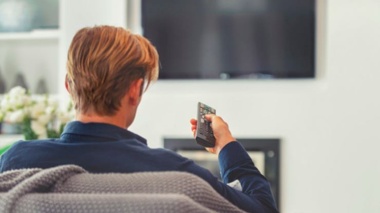 Eating while watching TV leads to weight gain - this is why