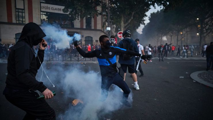 PSG fans clash with riot police following Champions League final defeat