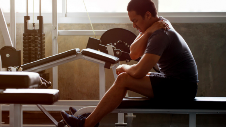 Experts say these are the signs you're pushing too hard at the gym