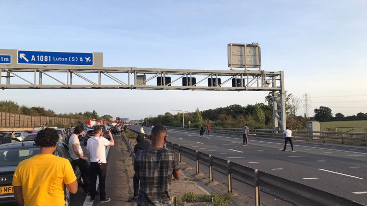 Cricket match breaks out on the M1 outside Luton during traffic jam