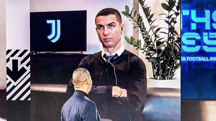 'Mardy' Ronaldo looks fed up as Lewandowski beats him to FIFA award