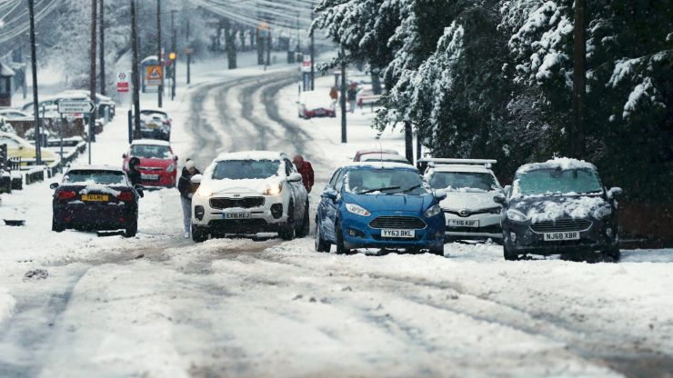 UK braced for snow and -10C temperatures