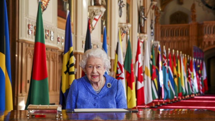Brits to get four-day Bank Holiday weekend in 2022 to celebrate the Queen