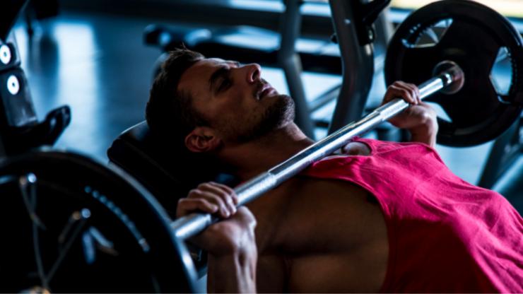 Bodybuilder suffers horrific pec tear injury while bench pressing 220kg
