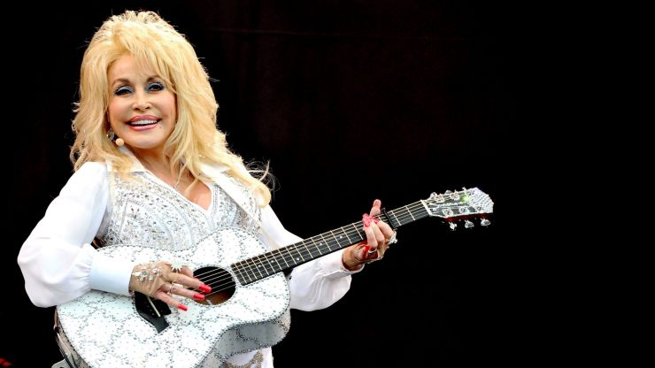 Dolly Parton graciously rejects statue in her honour