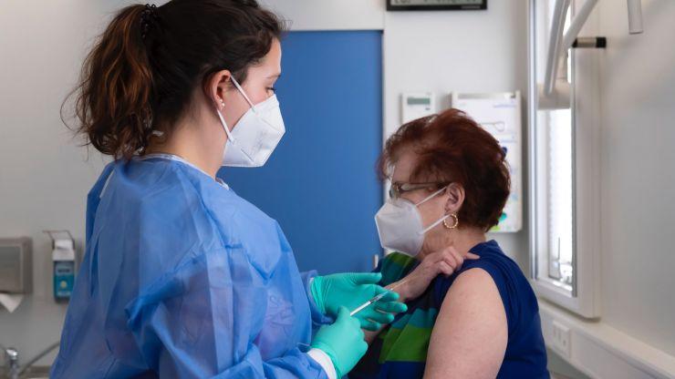 Pfizer Covid-19 vaccine greatly reduces virus transmission, Israeli studies show