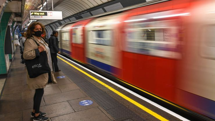 Thousands still not wearing masks on the London Underground, data suggests