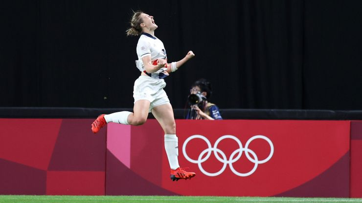Ellen White clinches victory over Japan as Team GB reach Olympic quarter finals
