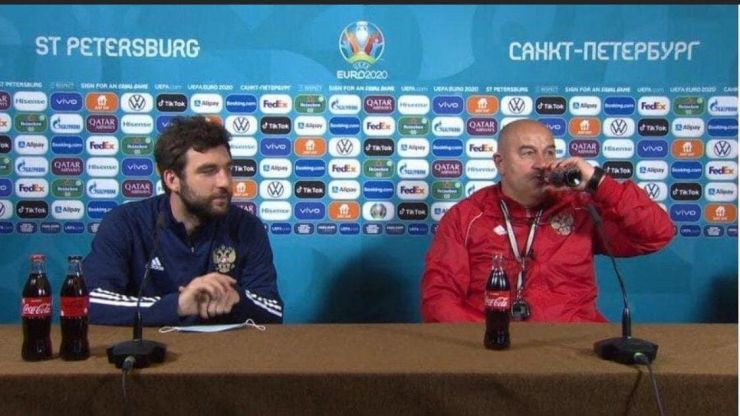 Russian manager goes against Ronaldo and drinks bottle of Coke at press conference