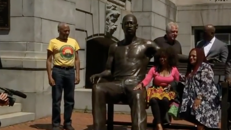 700-pound George Floyd statue unveiled in US
