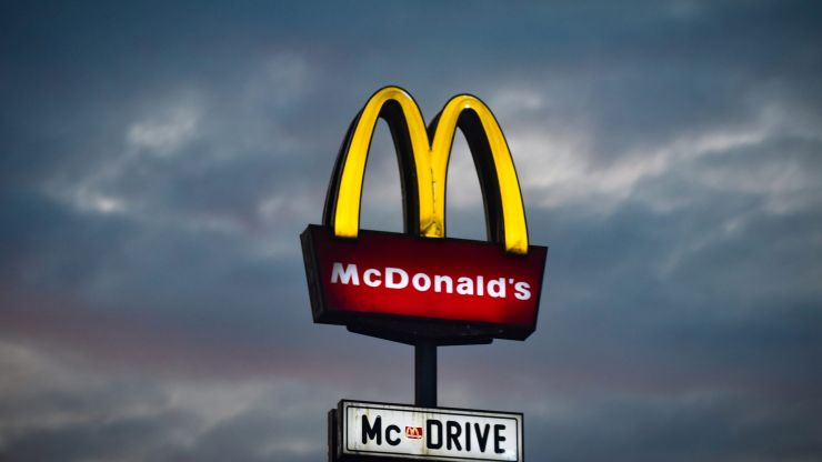 Man arrested for threatening to blow up McDonald's over missing sauce
