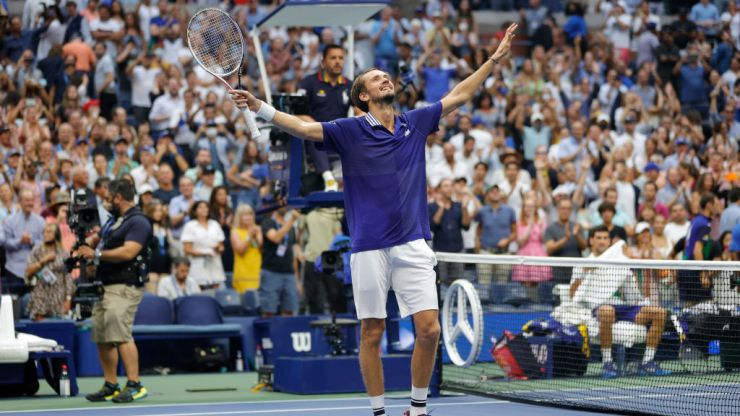 Daniil Medvedev beats Novak Djokovic in US Open men's final