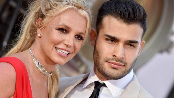 Britney Spears announces engagement to long-term boyfriend